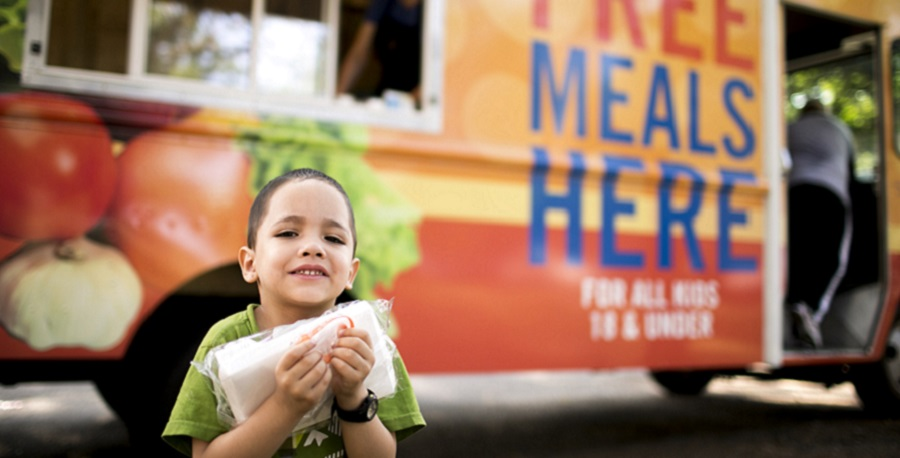kid smiling at food truck