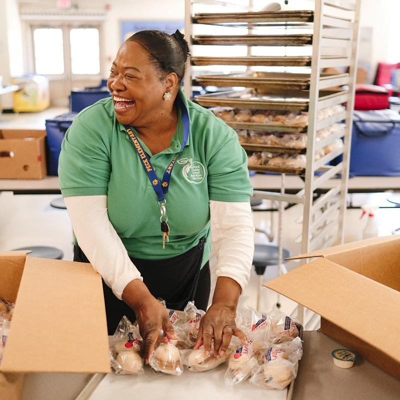 women packs meals into boxes